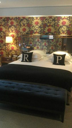Rudding Park Hotel: The MAHOOSIVE bed!