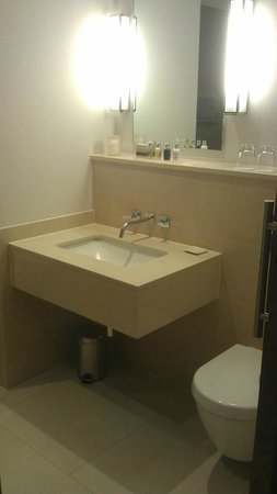 Rudding Park Hotel: Bathroom inclusive of Molton Brown