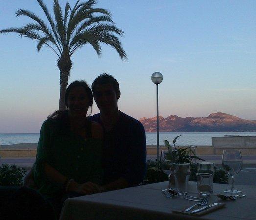 Aparthotel Galeon Suites: En el restaurante.....frente al mar