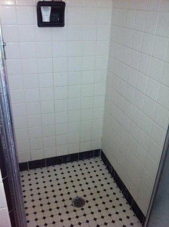 Buccaneer Motel: I wore flip flops in the shower