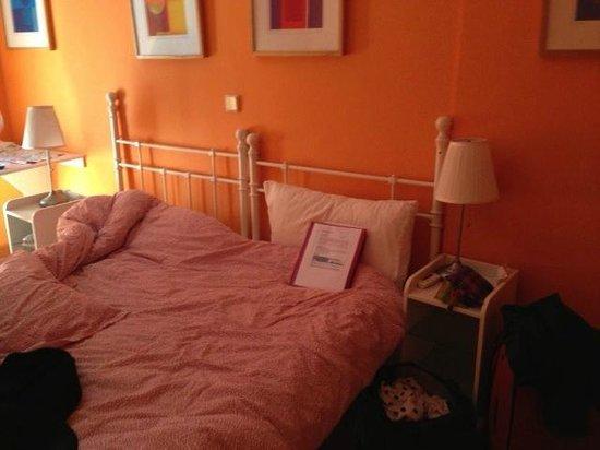 Hostal Adria Santa Ana: bedroom, complete with my mess