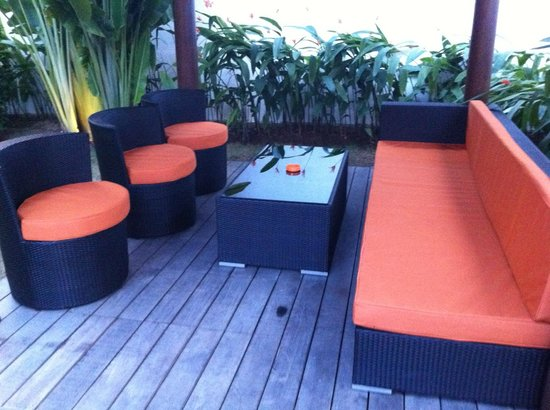 Bali Yarra Villas: Duty free drinks in the Gazebo?