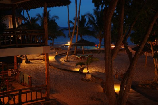 Waterlovers Beach Resort: Night view from the room