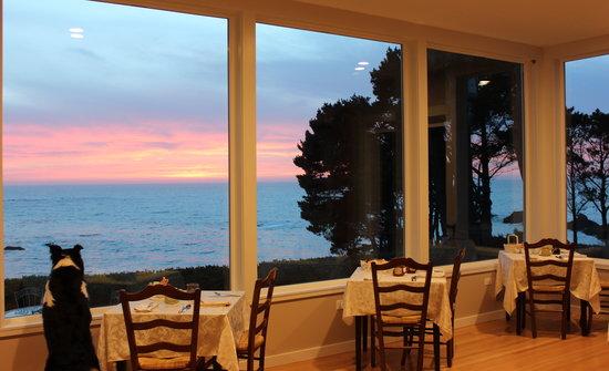 Agate Cove Inn Hotel: Newly remodeled breakfast room.