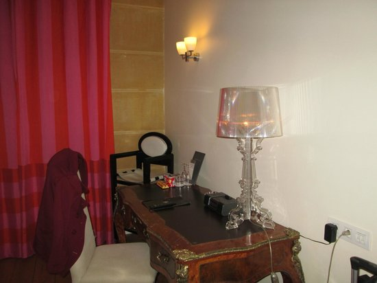 Hotel Le 123 Elysees - Astotel: writing desk