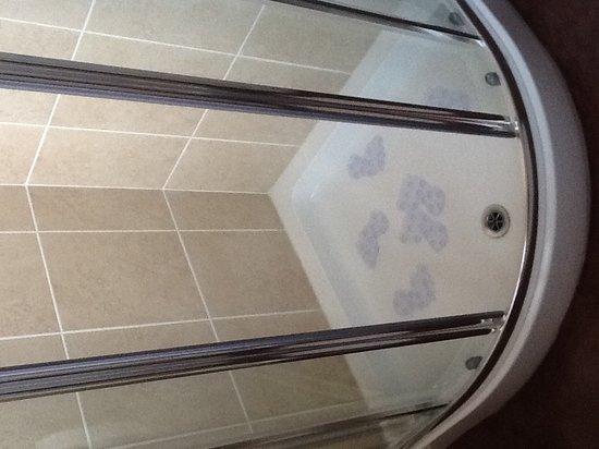 Alderberry Lodge: Ensuit deluxe bathroom