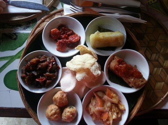 Makanan Ringan Sampler Of 6 Dishes Picture Of Cafe Lotus Ubud