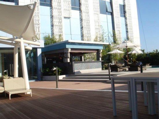 Bar Beside The Pool Picture Of Crimson Hotel Filinvest City Manila Muntinlupa Tripadvisor