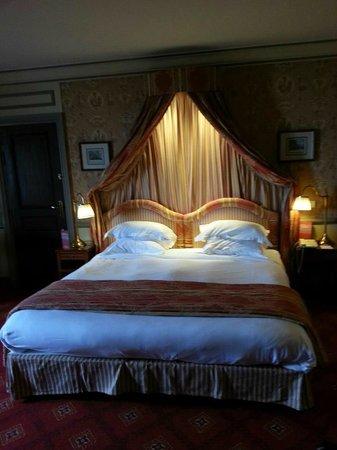 Hôtel Barrière Le Royal Deauville: lit