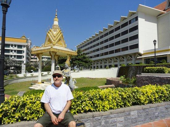 Hotel Cambodiana: à l'entrée de l'hotel