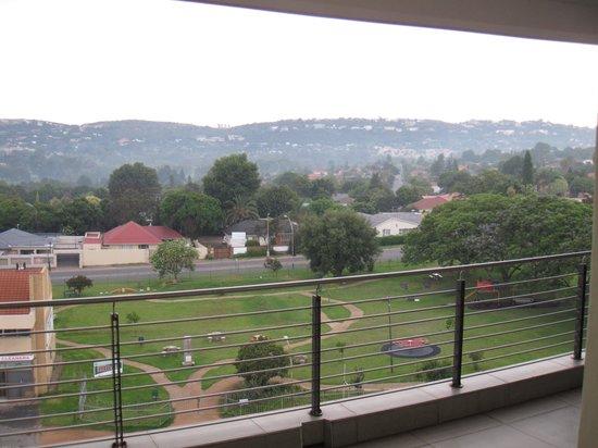 Genesis All-Suite Hotel: Вид с балкона