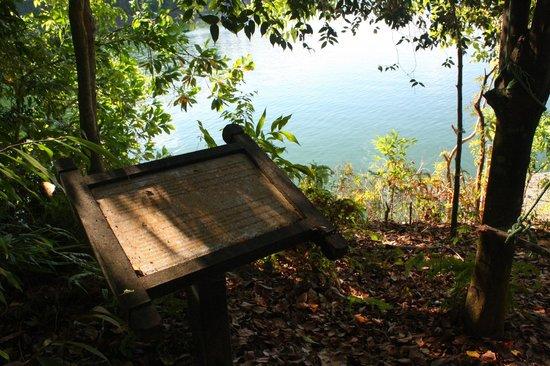 Belum Rainforest Resort: Signage to old-jetty