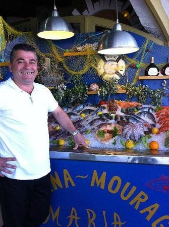 Taverna Mouragio Maria: Petros with the fresh fish offer on ice!