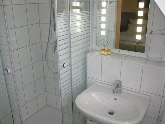 Löns Hotel: Badezimmer