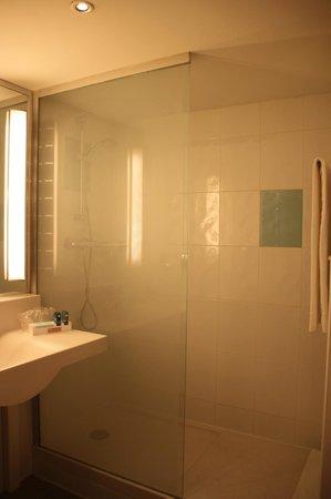 Novotel Madrid Puente de la Paz: bathroom