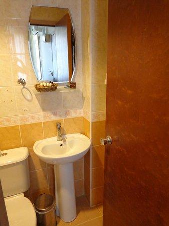 Hatay Hotel: Ванна комната