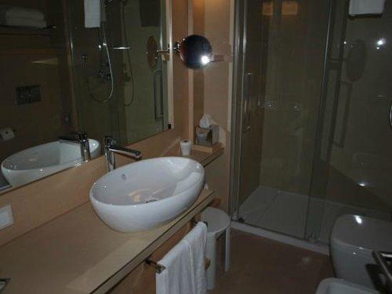Aqualux Hotel Spa & Suite Bardolino: Badezimmer