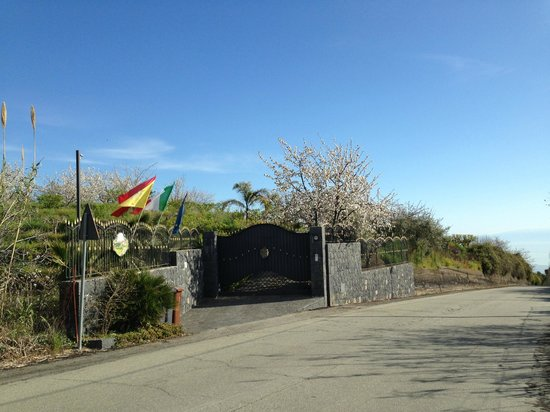 B&B Dimora dell'Etna: L'entrée et son imposant portail