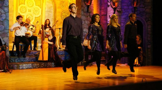Bru Boru Cultural Centre : Dance group on stage