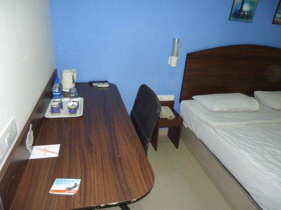 Ginger New Delhi: Work Desk with Team maker & Revolving Chair