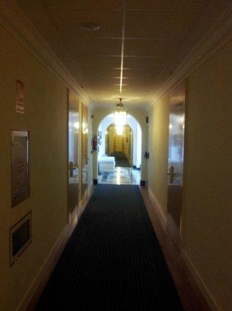 El Escorial Victoria Palace : couloir