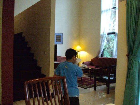 Puri Setiabudhi Residence: my lil bro
