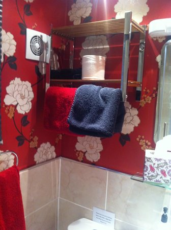 The Cottage: Shower room