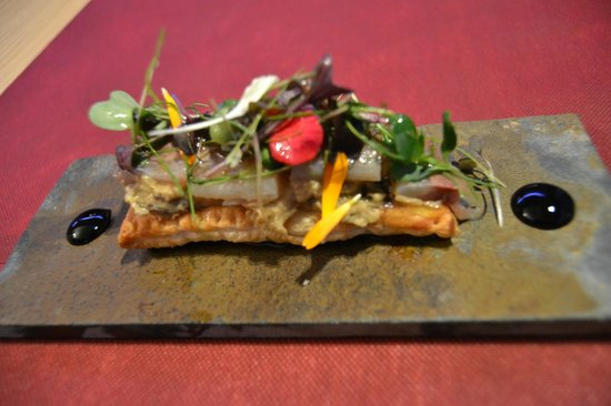 Pepita Pulgarcita: Tosta de sardina ahumada, berenjena y foie