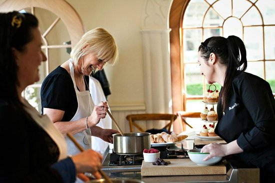 Celbridge, Ирландия: Cookery School Tuition in Session!