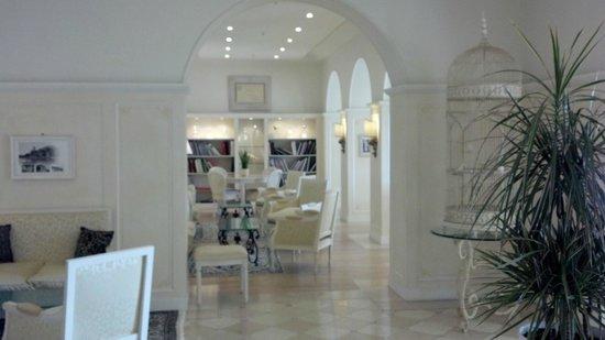 Grand Hotel Fasano: Main Salon