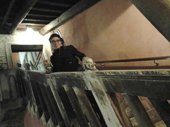 Hotel Pausania: La scala che porta alle camere