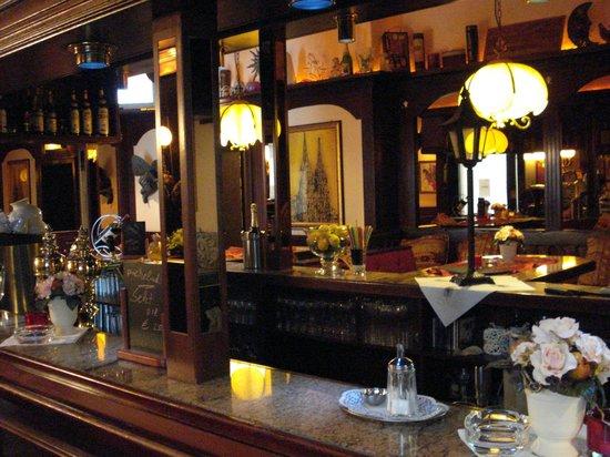 SKADA-City Colln Hotel : Constantin Pub