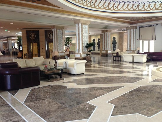 Kempinski Hotel The Dome: Hotel lobby