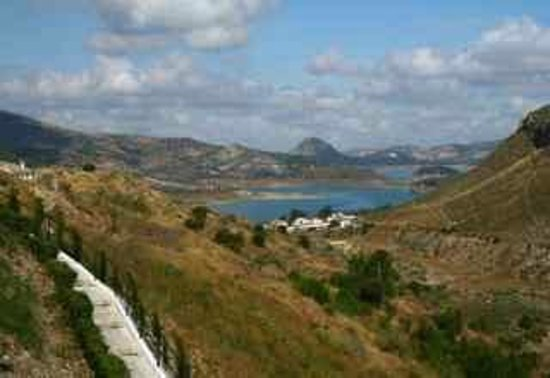 Casa Rural El Olivar: meer aan Iznajar