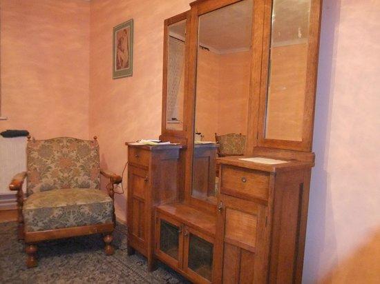 Pension U brany : Антикварная мебель