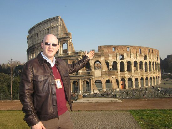 Stuart Harvey - Private Day Tours : Stuart explains the wonders of the Colosseum