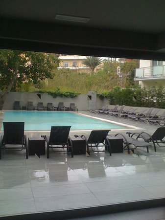 Oktober Downtown Rooms: pool as seen from inside louge area