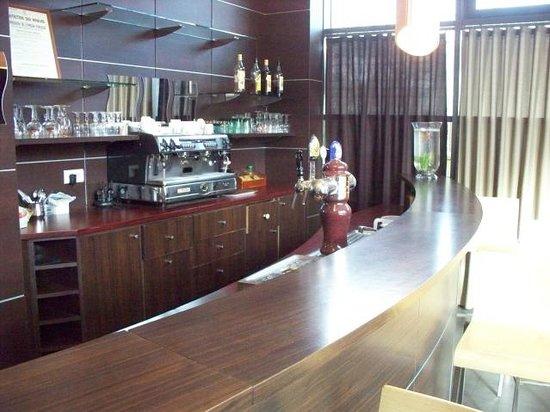 Hôtel balladins Gennevilliers : lounge bar in main lobby