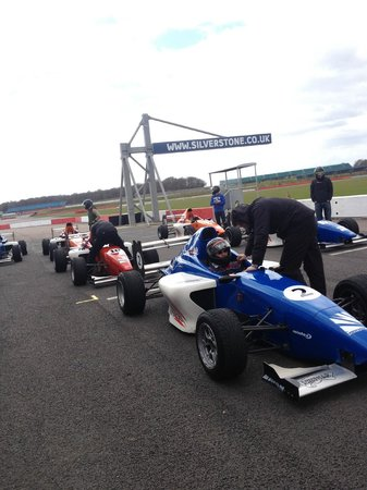 Silverstone Single Seater Experience : In the pits