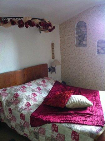 La Villa Les Cèdres : lit de grand mère