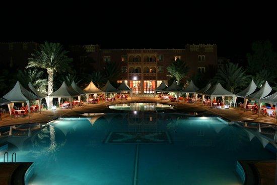 El Ati Hotel: PISCINE