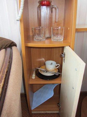 Gostinitsa 40 Let Pobedy: посуда