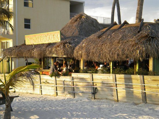 Outrigger Tiki Bar and Deckside Cafe : Tiki bar from table on the beach