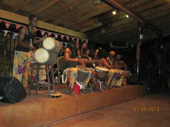 Seastar Inn: Drummers at the buffet