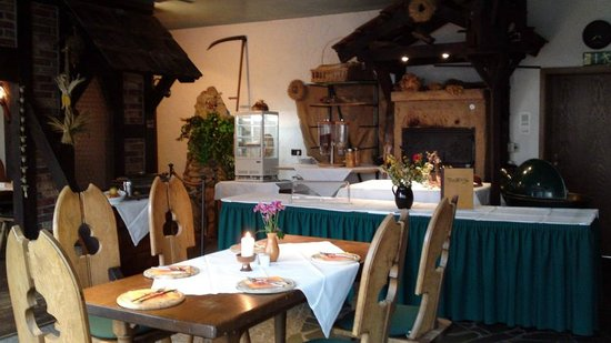 Burg Hotel Ziesar: Restaurant mit Steinbackofen