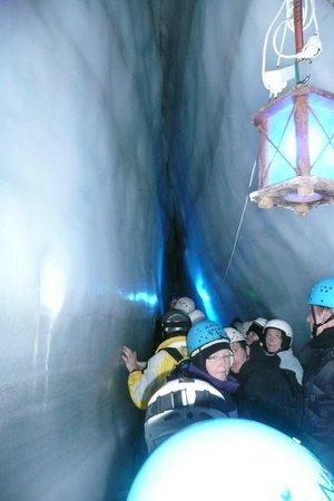 Natur Eis Palast : smalle gang in de ijsgrot