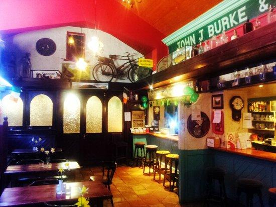 Burkes Bar and Restaurant: Burke's Traditional Family Pub