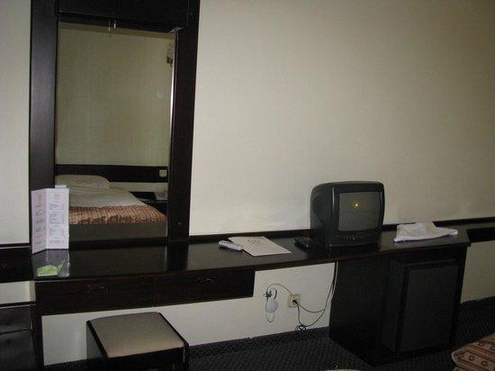 Mustafa Hotel: Téléviseur archaïque pour un 5*