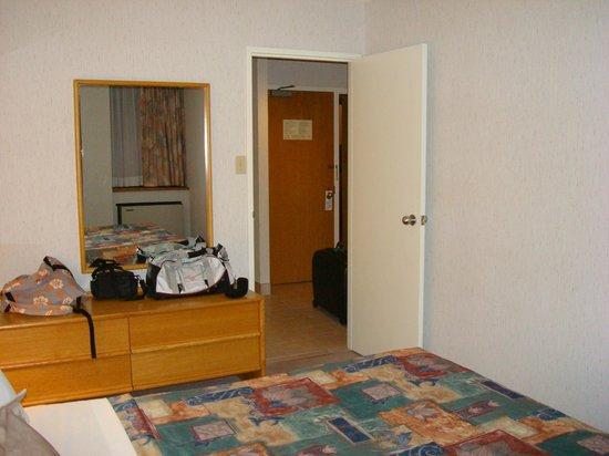 Cartier Place Suite Hotel: dalla camera