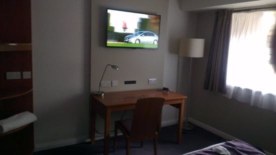 Premier Inn Wolverhampton City Centre Hotel: our room